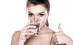 beber agua de fiesta es bueno