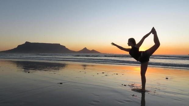 Si algo tiene mágico para mi la playa es su amanecer. Me da energíaver aparecer el sol, hacer unos estiramientos, agarrar mis afirmaciones y continuar el día bien con una lectura o con deporte.